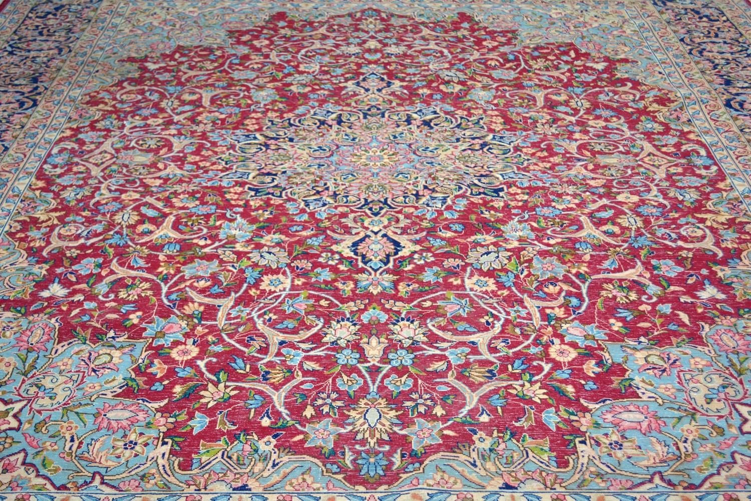 Eye Catching Classic Red Queen Handknotted Wool Area Rug
