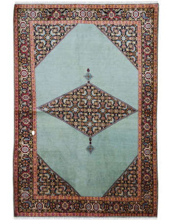 Dyrnak Pattern Traditional Mulberry Silk Rug