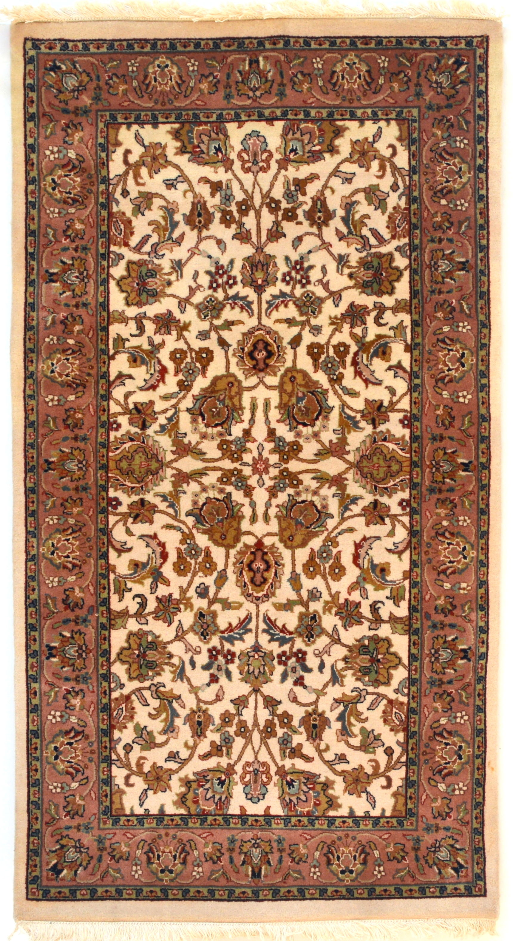 Searching and Shopping for Fine Antique Rugs Online. Shopping for antique carpets fine rugs online should be easy. This is a no-brainer for internet savvy shoppers, but not all rug dealers make finding the perfect antique rug easy.